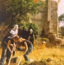 Fouilles dans le jardin de l'abbaye