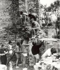L'abbé Pierrat et ses scoutes, été 1984