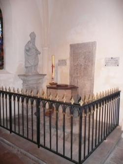 Les fonts baptismaux de l'église Saint-Rémy de Dom