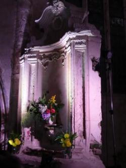 Autel latéral de l'église des Cordeliers des Thons