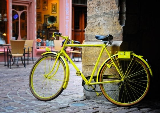 la bicyclette jaune images et plus. Black Bedroom Furniture Sets. Home Design Ideas