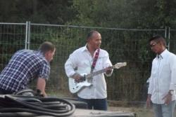 les musiciens de Doug Adkins avant le début du con