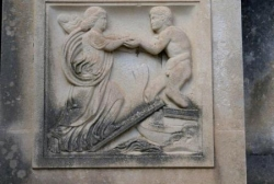 Le Mur des Fastes (III/IV) : bas-relief de gauche.