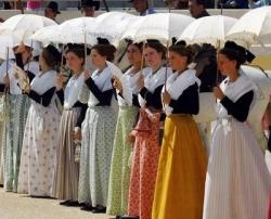 Depuis 1903 : la Fèsto vierginenco, en Arles...