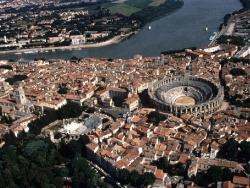 6 : En Arles, les Fêtes Mistraliennes...