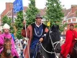 VII : Le Roi Louis XI entre dans la ville...