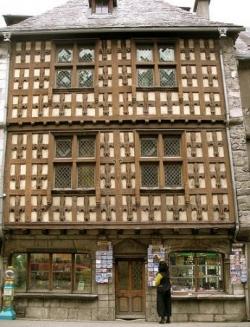 A Arreau (Hautes-Pyrenées, I)...