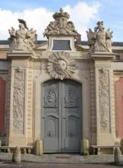 Versailles, Portail de l'Hôtel de la Guerre