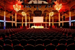 "1908 : le 1er ""Vive le Roi !"", Salle Wagram"