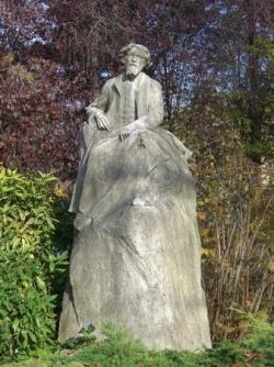 Touchant : la rue et la statue Alphonse Daudet...