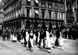 Cortège, 1934...