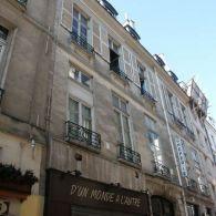 33, rue Saint-André-des-Arts...