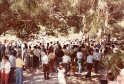 Autre vue de la foule des Baux, en 1973