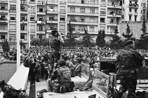 Hollande: 1er président participant à la mascarade du 19 Mars 1962 FNACA COMMUNISTES HOLLANDE gaucho socialistes FLN -19 mars 1962- - Page 3 3573953873