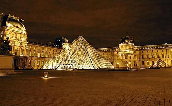 Eph m ride du 4 mars lafautearousseau - Qui a construit la pyramide du louvre ...
