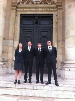 devant l'Académie ( 25 quai Conti )