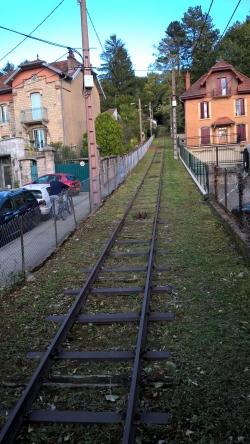 La voie ferrée, entretenu par la Ville