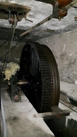 Pignon et roue d'entraînement du câble
