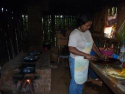 Tsiramany dans sa cuisine