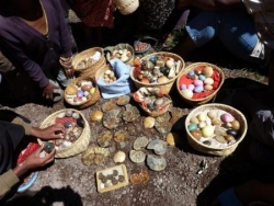 les vendeuses de pierres