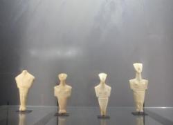 30 figurine Type Chalandriani.jpg