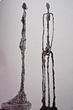 18 Giacometti femme de Venise III 1956 et Femme as