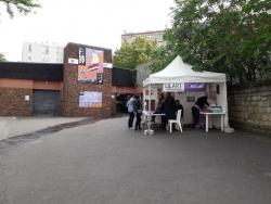 Le stand d'accueil au marché couvert