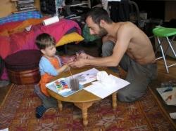 L'Homme transmet ses techniques de peinture ancest