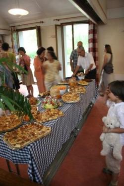 le buffet préparé par la paroisse