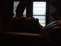 Le gisant de profil