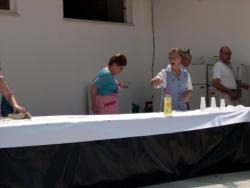 Cuzinheiras e pessoal de servico gratuito ao servi