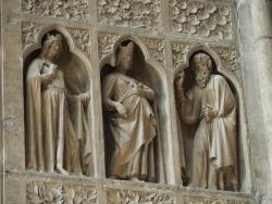 Les rosaces et sculptures du portail