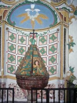 Utelle : fonts baptismaux dans l'église St Véran