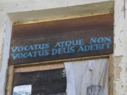 """Béasse """"invité ou pas, Dieu sera là"""""""