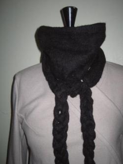 écharpe tressée en laine noire
