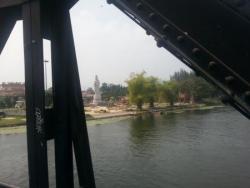 Sur le pont au-dessus de la rivière Kwai