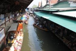 Le marché flottant ...