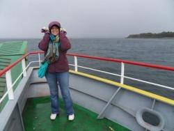 Daphne dans le ferry pour Chiloe