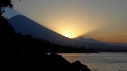 Coucher de soleil sur le Mont Agung a Amed