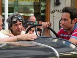 Joli chauffeur dans vieille voiture, Recoleta