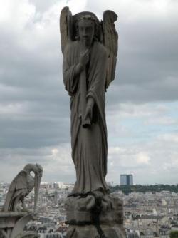 Notre Dame de Paris - Ange de la renommée