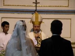 El Obispo con los novios !