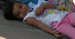 Un petite fille à l'ombre