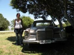 Ariane et la vieille voiture urugayenne