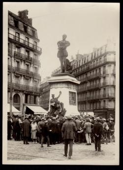 E. Dolet. Statue Place Maubert (Paris)