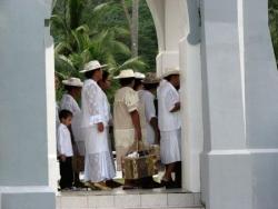 Sortie de temple à Haapiti
