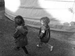 tour de yourte pour Margot et Nahël