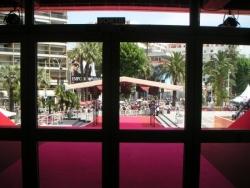Le tapis rouge vu de l'intérieur du palais